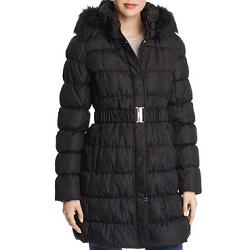 Levi's、Guess、Calvin Kleinなどの婦人服ブランドが最大60割引!
