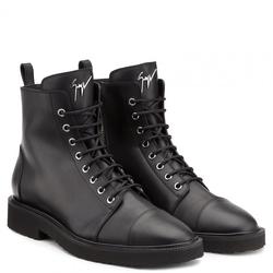 靴、ローファー、サンダルなどのメンズセールアイテムで最大50%割引!