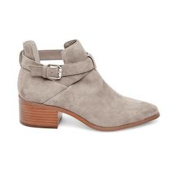 スティーブマッデンの女性用ミディアムヒールの靴とブーツを50%割引まで保管してください。 プラットフォームの靴やポンプでのお得な情報