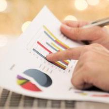 Cursos de negocios gratuitos de las mejores universidades sobre temas que incluyen finanzas, marketing, contabilidad, gestión de proyectos y más.
