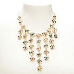 Ahorre hasta un 80% de descuento en joyas, collares, gargantillas, brazaletes y aretes para mujeres en Forever 21