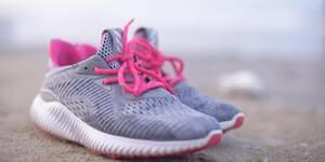 ส่วนลดรองเท้าผ้าใบสตรีสำหรับนักเรียน